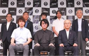 9月、都内で行われた記者会見の様子 (前列中央が石黒教授、後列一番右が大阪ガス 代表取締役副社長 宮川 正)