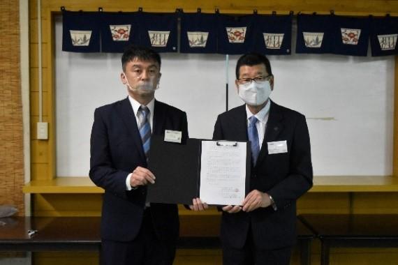 電力協定書締結の様子(両社代表)